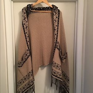 Sweaters - Kendall Kylie poncho